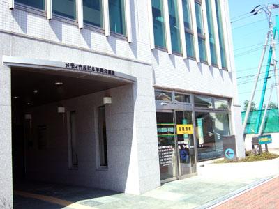 メディカルビル玄関